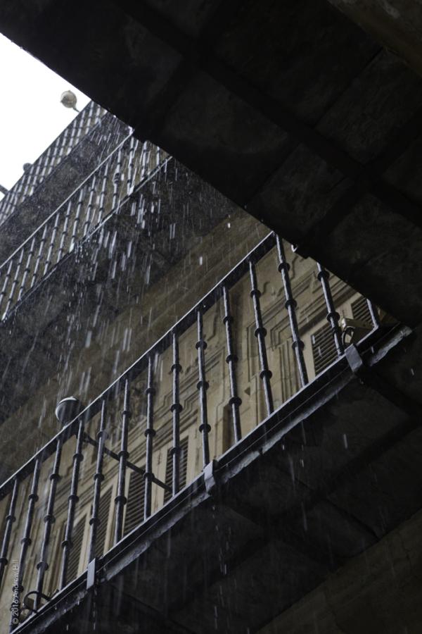 Esta Lloviendo En Salamanca
